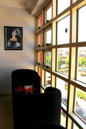 The Charcoal Grill Restaurant & Coffee Lounge: Chillax, unwind and ease away your stress with awesome views of the city.