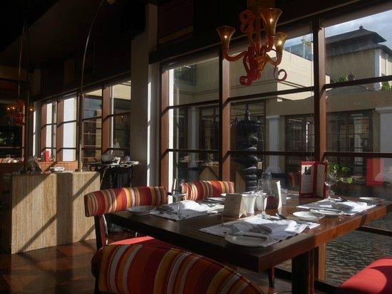 The St. Regis Bali Resort : breakfast restaurant