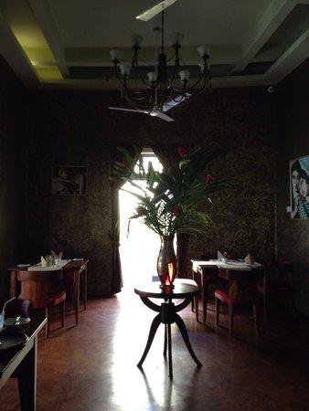 Deco On 44: Dining area inside��