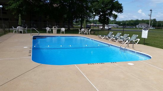 Tradition Inn: Outdoor pool.