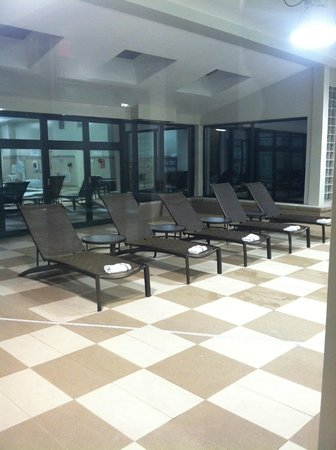Sheraton Wilmington South : Chairs at the pool