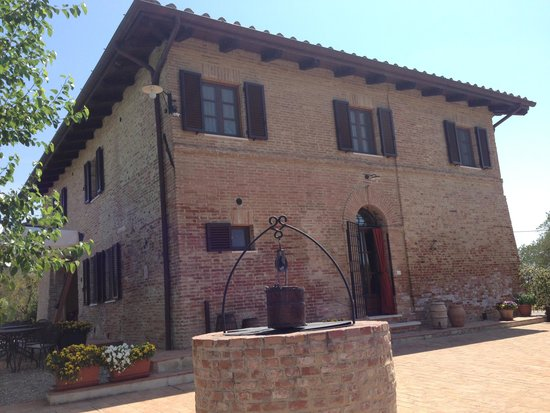 Aia Mattonata Relais: The main house