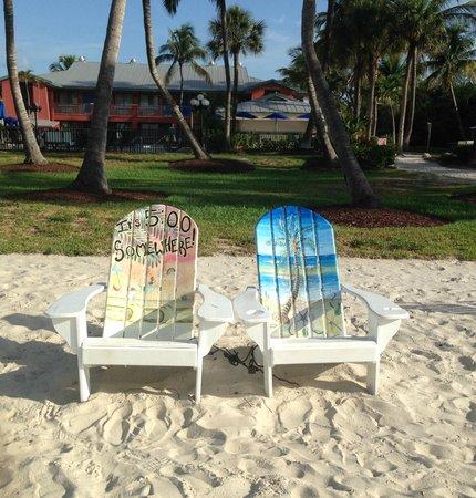 Holiday Inn Sanibel Island: Cute chairs near the pool