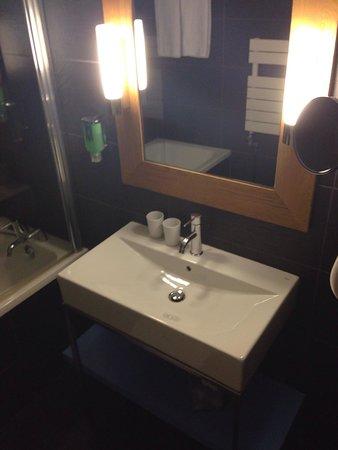Le Refuge des Aiglons: Nice bathroom