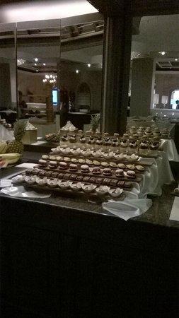 Hotel Gardena Grodnerhof: enkele van de vele dessertjes