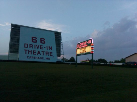 66 Drive-In Theatre : Great place to go!