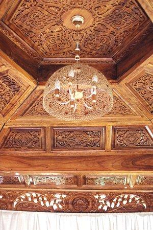 Навруз: потолок ручной работы