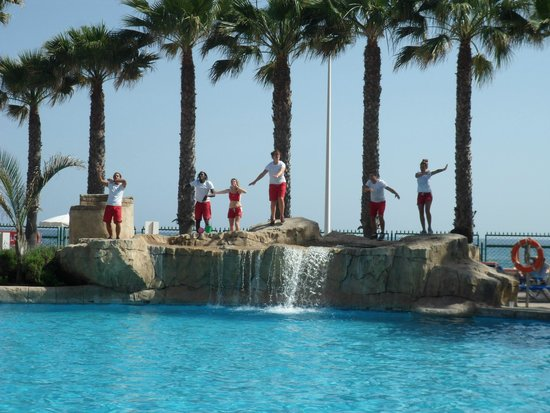 Marbella Playa Hotel : Hotel pool & entertainment team