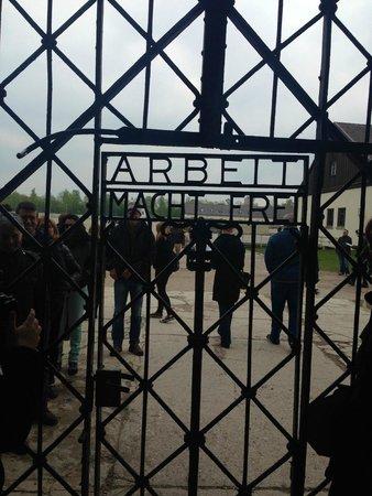 """KZ-Gedenkstätte Dachau: """"Work will set you free"""""""