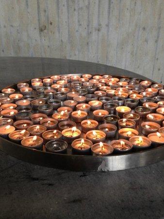 KZ-Gedenkstätte Dachau: candles lit