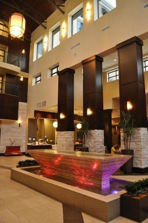 Embassy Suites by Hilton Savannah Airport: View of the Lobby