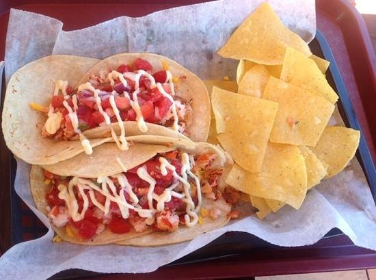 Crabby Chris : lobster and shrimp tacos with corn tortilla chips