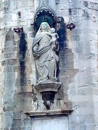 Catedral de Girona: Cathedral wall - Mary and Child