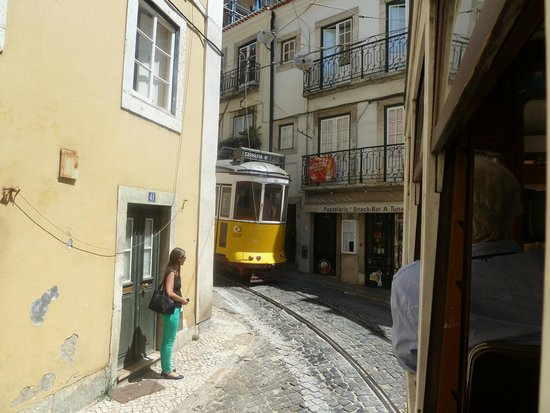 Lisbon Chill-Out Free Tour : Train 28, Do not miss it!!!