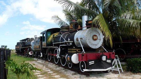 Remedios, Cuba: Exposition de locomotives à vapeur