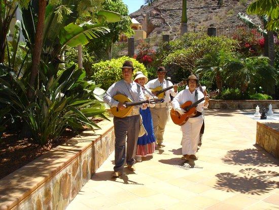 Cordial Mogan Playa: 31. Mai traditionelle Musik im Garten
