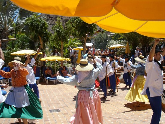 Cordial Mogán Playa: Tanzgruppen von Lanzarote und La Palma unterhalten die Gäste