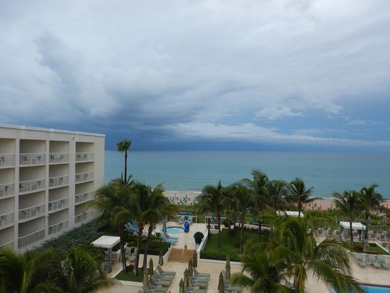 Four Seasons Resort, Palm Beach: view facing north from room #441