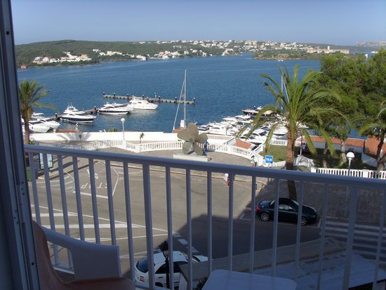 Hotel Port Mahon: View from our sea view room.