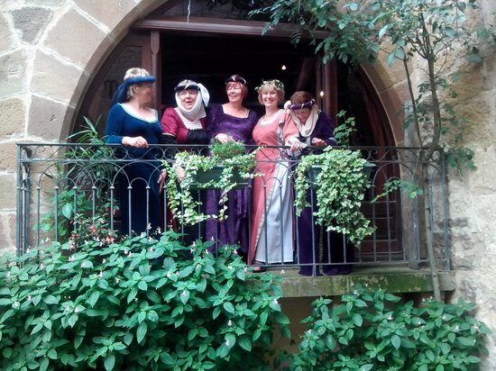 L'Escuelle des Chevaliers: Les Belles au balcon