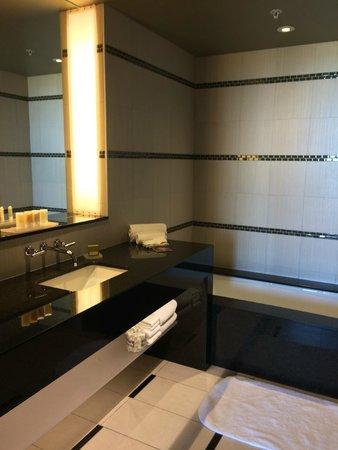 Talking Stick Resort: Bathroom