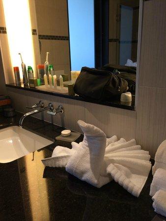 Talking Stick Resort: Cute towel art in the bathroom