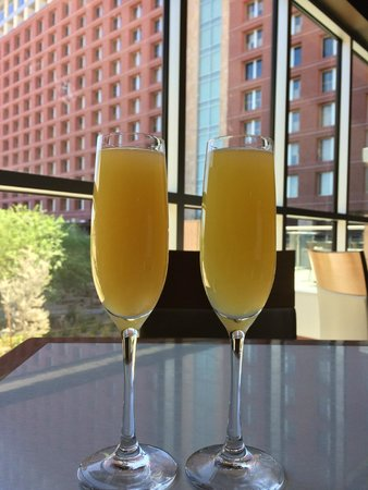 Talking Stick Resort: Sunday champagne brunch at the buffet