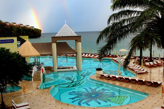 Sandals Regency La Toc Golf Resort and Spa: Two days straight I saw double rainbows.....so lovely!