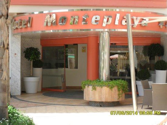 Sumus Hotel Monteplaya : вход в отель