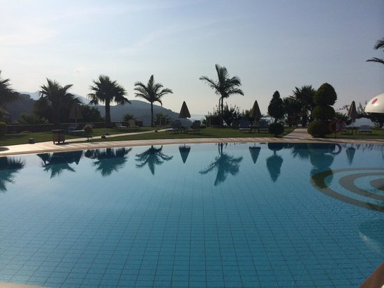 Royal Heights Resort : main pool