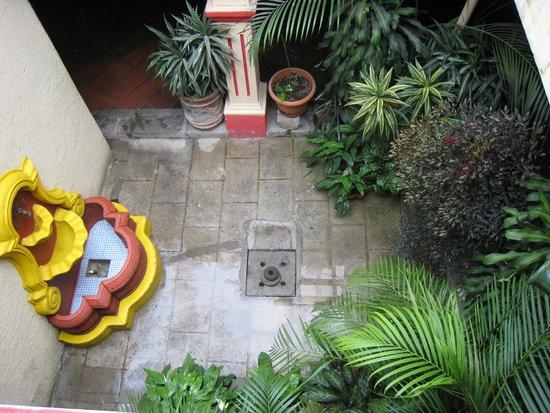 Posada Los Bucaros: courtyard view from 2nd level