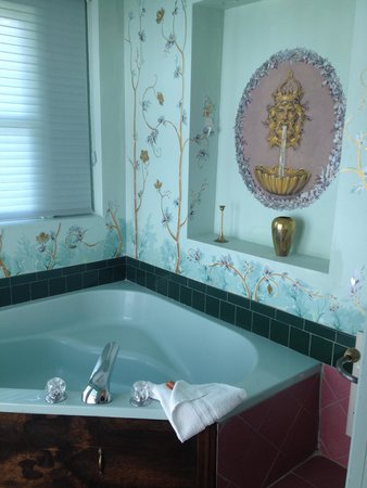 Queen Anne Inn Cafe & Lounge: Beautiful Jet Tub!