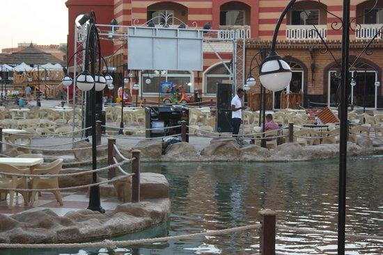 Aqua Blu Sharm: Вечером тут идёт детская дискотека и шоу