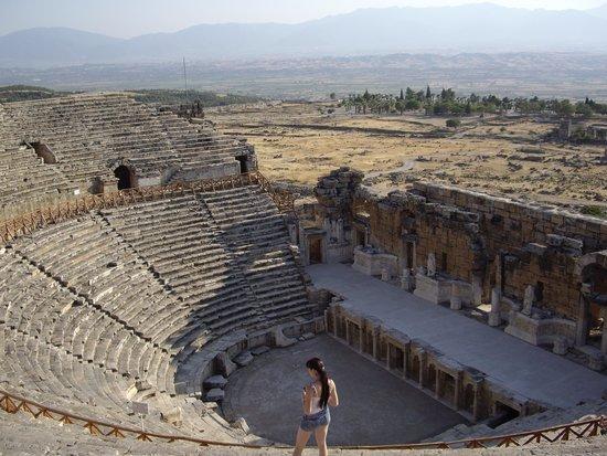 Hierapolis & Pamukkale: Древний театр.