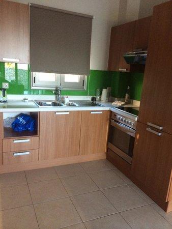 Royal Heights Resort: kitchen