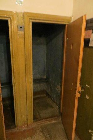 KGB Museum (Genocido Auku Muziejus): Arriving cell