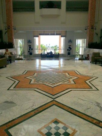 Hotel Riu Marillia: Imponente Hall