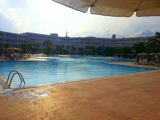 Vincci Marillia: A piscina principal