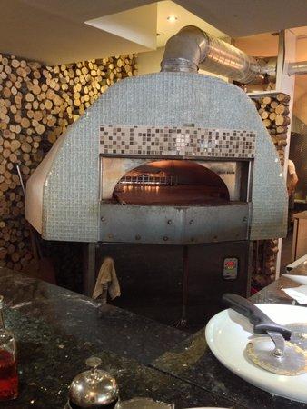 Danano Ristorante: Pizzeria oven