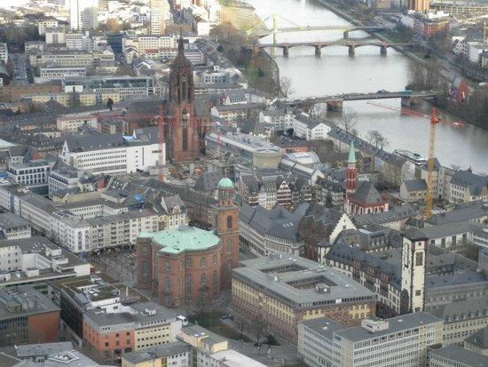 Main Tower: Vista Römer e Dom