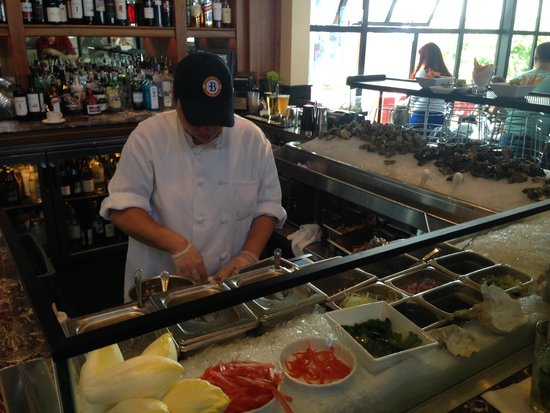 Bistro Boudin : Sit at the raw bar and enjoy the show