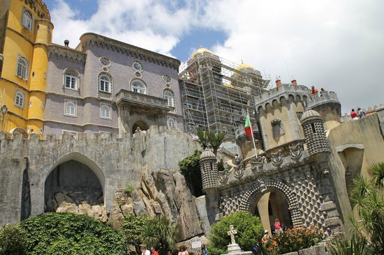 Park and National Palace of Pena: palais national pena - echafaudage
