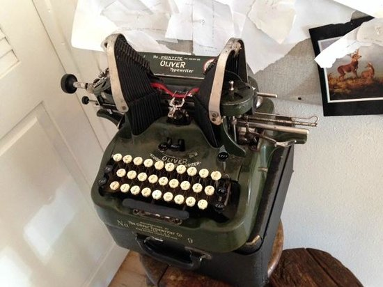 Persephone Bakery : A Typewriter for Your Love Letters