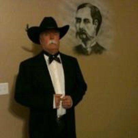 Tombstone Monument Ranch : Painting in the Wyatt Earp room