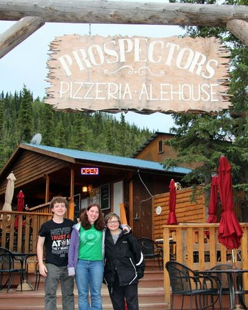 Denali Park Village: Best Pizza and itlalian place to eat