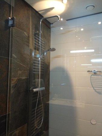 Strandhotel Golfzang: Shower