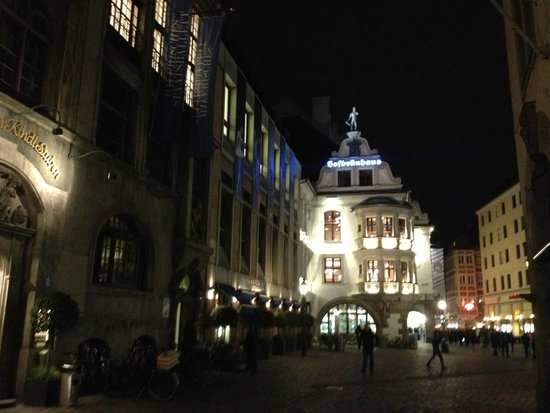 Hofbrauhaus Munchen: View from outside
