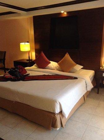 Patong Bay Garden Resort: bed in deluxe balcony room