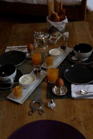 Maison Ailleurs : Homemade breakfast