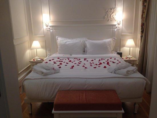 Corinne Hotel: The bedroom